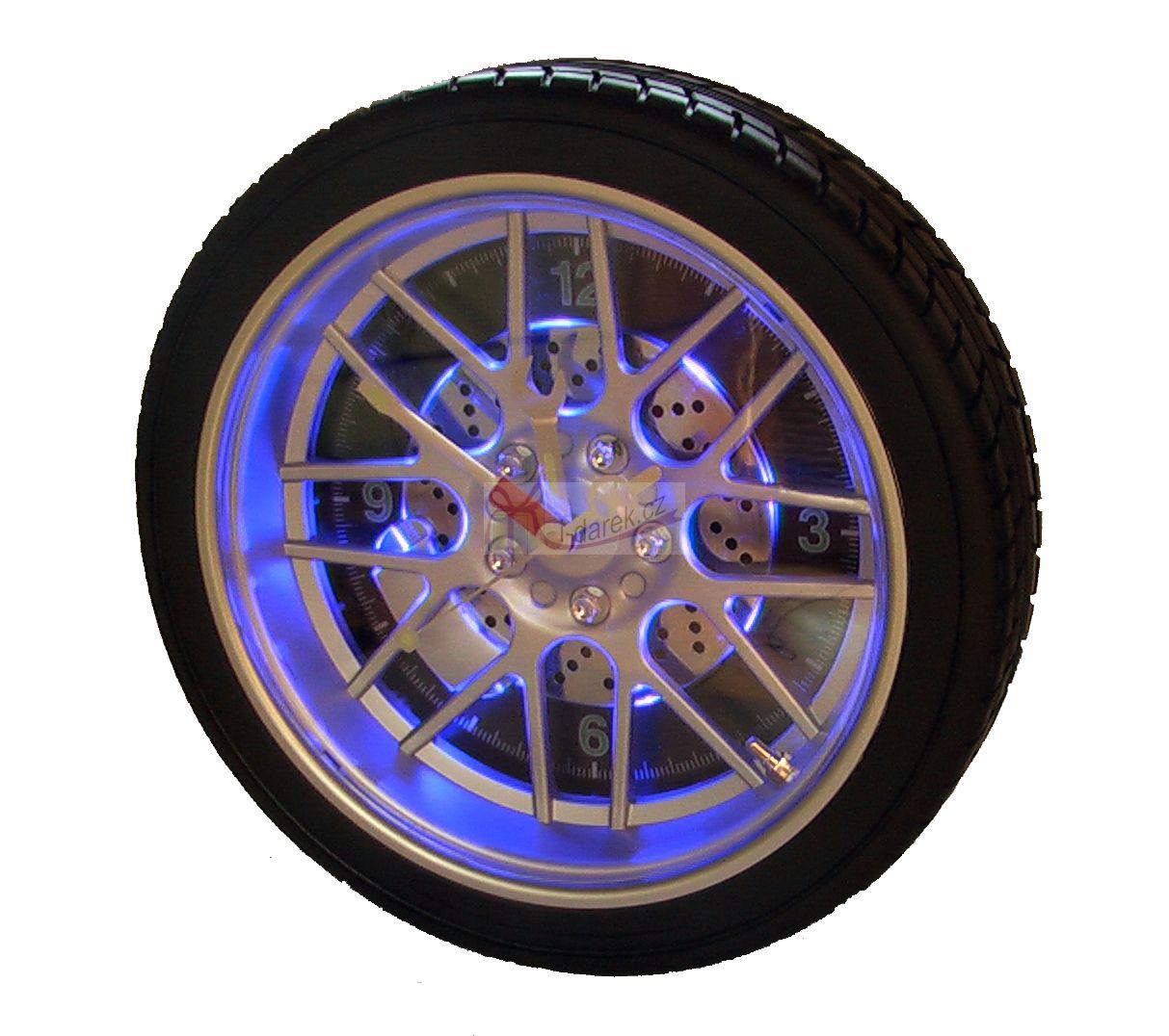 Nástěnné hodiny tvar pneumatika - podsvícené